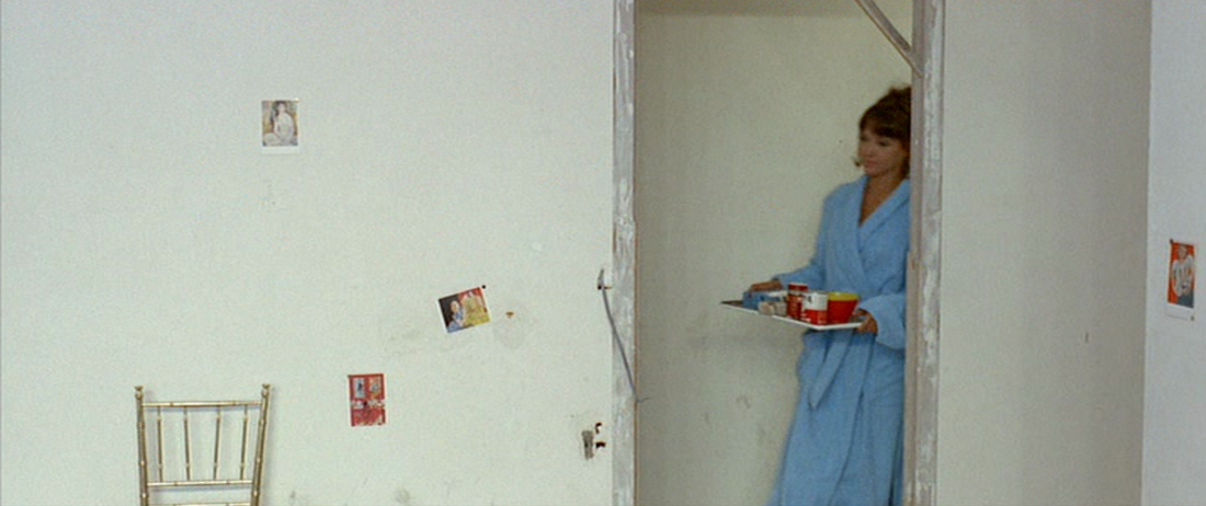 Paintings in pierrot le fou the cine tourist for Grand interieur rouge